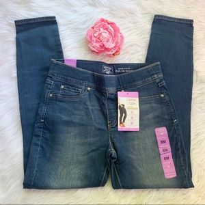 Signature by Levi staruss pull on skinny jeans, 8